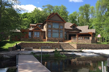 Luxury Timber Frame Lake House - Montrose