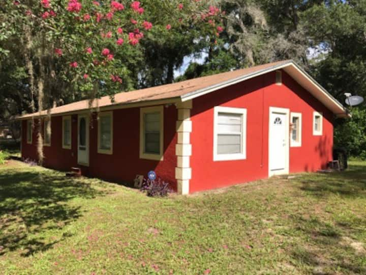 Very Spacious home 6 miles from UF/ Stadium.