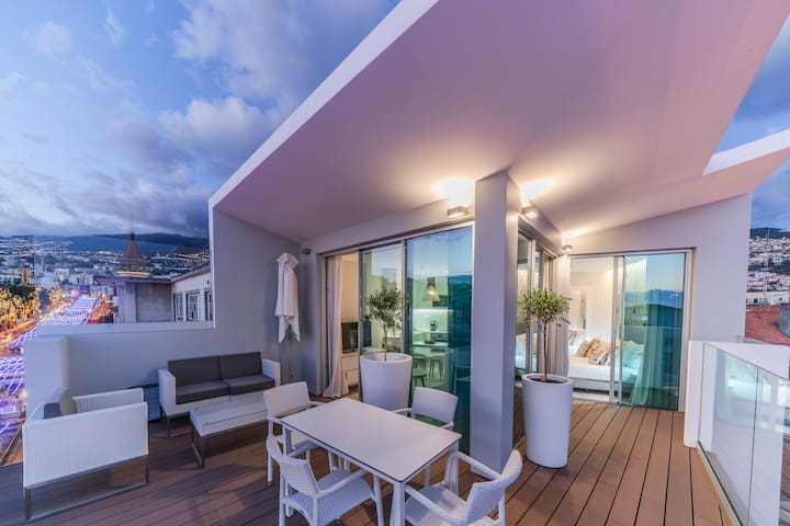 FAA Rentals January 31 Penthouse, the city at your feet