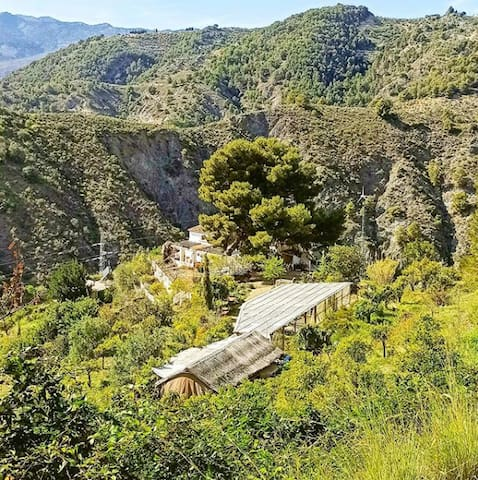 The Off-Grid Valley, nature B&B in the mountains