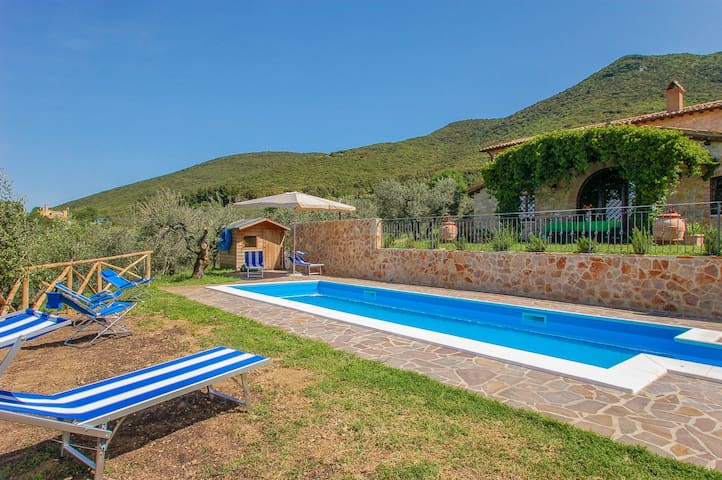 Casal Ciclamino, secluded house with private pool