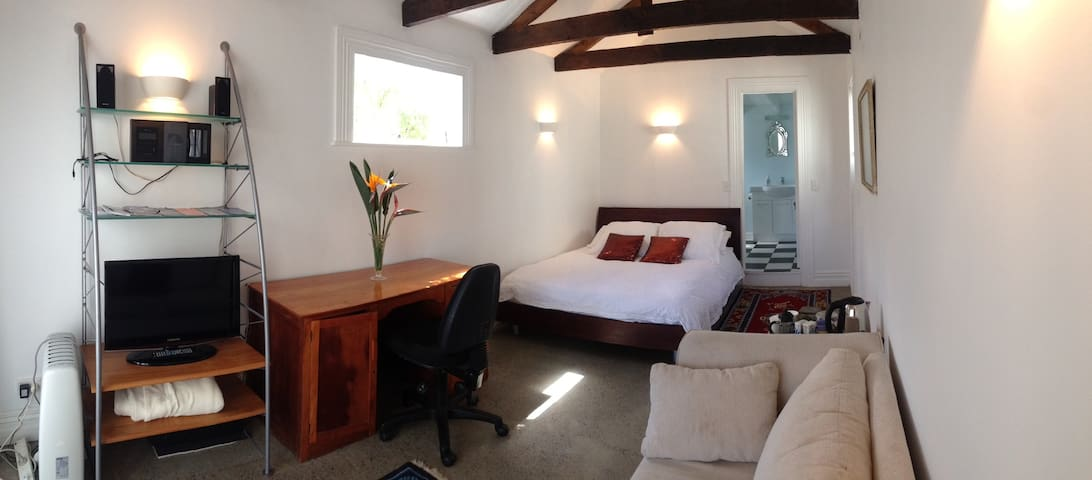 Studio in Grey Lynn with Ensuite. - Auckland