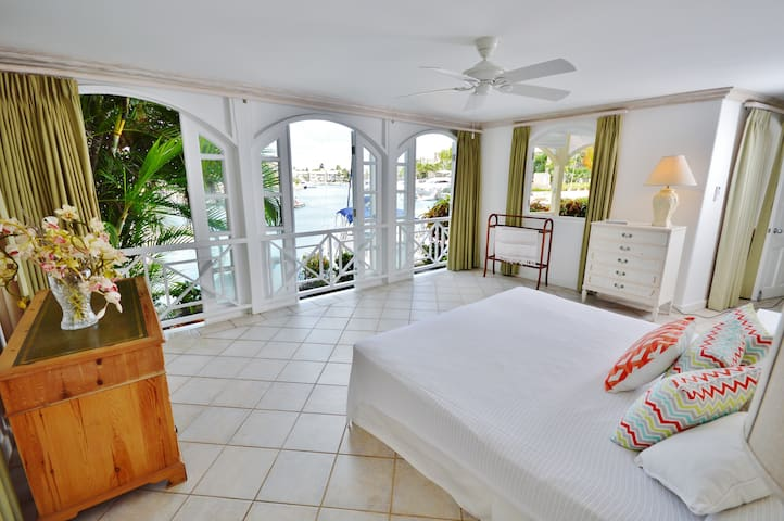 Marina Front Condo, Secure and Private