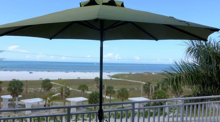 Beachfront Penthouse 2-bedrm condo w/open balcony - Siesta Key - Condo