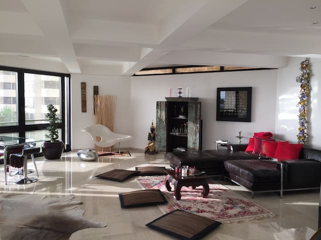 Private Room in sea view appartment - Bneid Al Qar - Leilighet