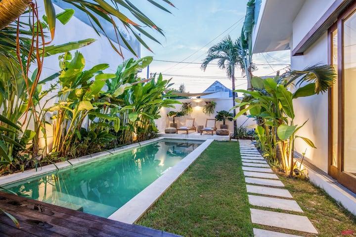 Superb 2BR villas heart of Brawah