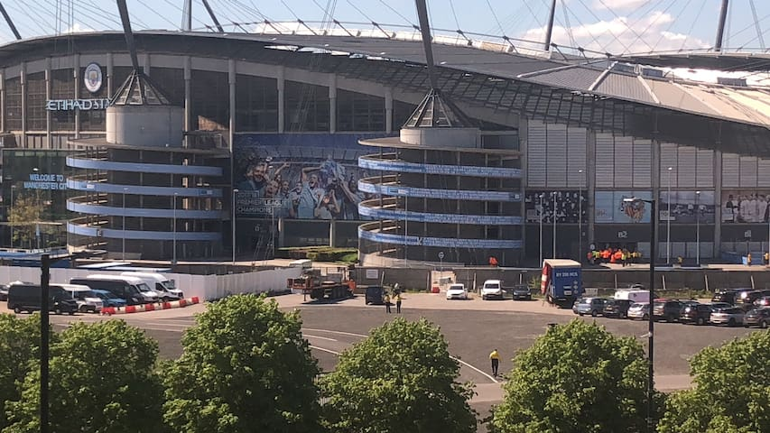 AMAZING  ETIHAD STADIUM/CITY VIEW.