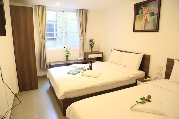 GALAXY HOTEL 2 Beds 269/19 De Tham, CENTER Dist 1.