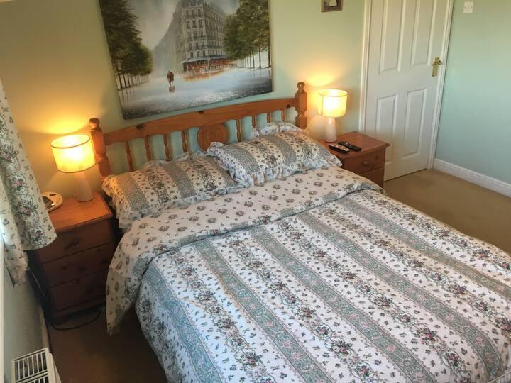 Double room + Private Bathroom & Sky TV 5* reviews