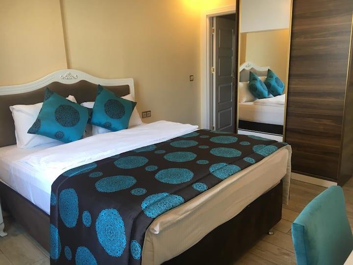 Merada Suite Otel Oda Kahvaltı Luxury Oda 4 Kişi