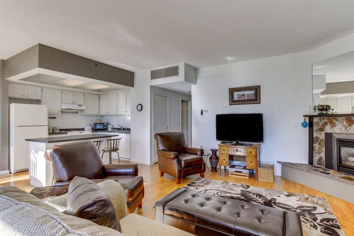 First-floor oceanview Sand & Sea condo w/shared pool & sauna-steps to the beach