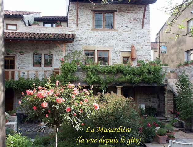 Cottage La Musardiere - downtown - Cluny - อพาร์ทเมนท์