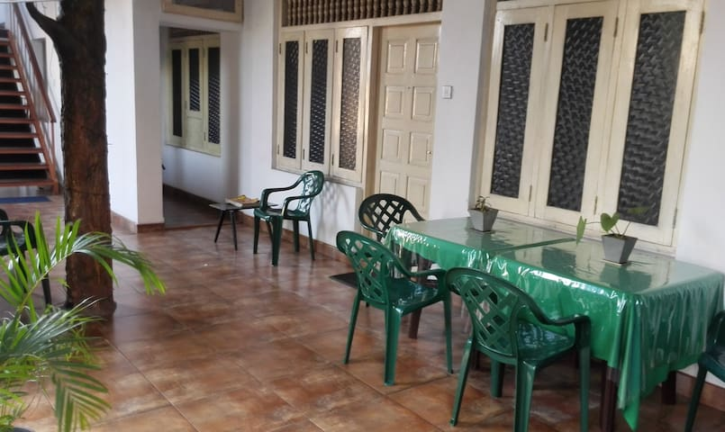 Hotel 100 - Dehiwala-Mount Lavinia - Gjestehus