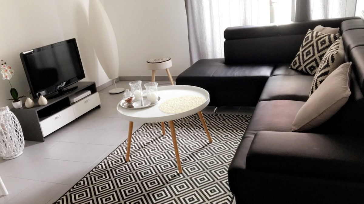 top vacation rentals vacation homes u condo rentals airbnb. Black Bedroom Furniture Sets. Home Design Ideas