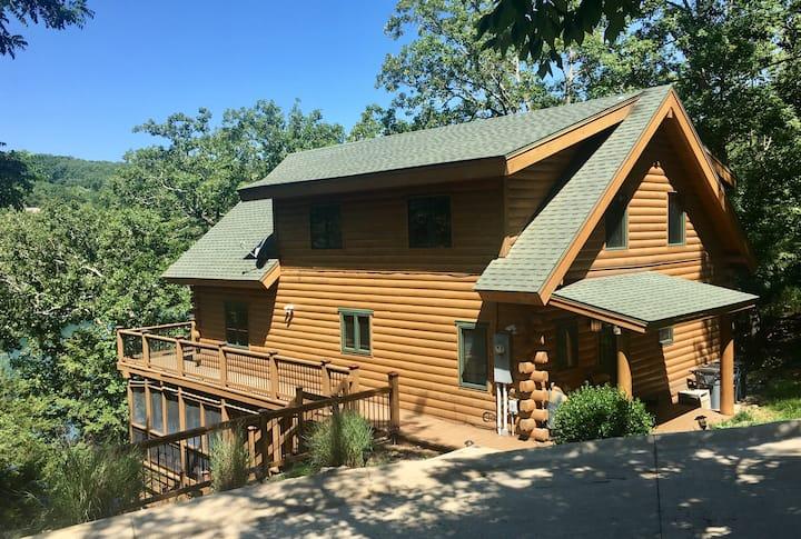 Edgewater Lodge - Beaver Lake Waterfront 4BR Cabin