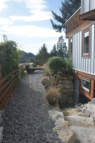 Serene, stylish West Coast modern guest lodge - Britannia Beach
