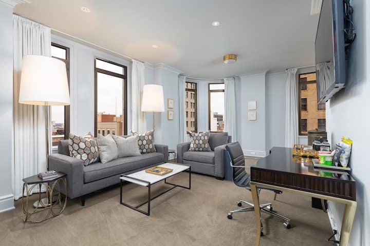 John Hand Club Hotel - Heaviest Corner Suite