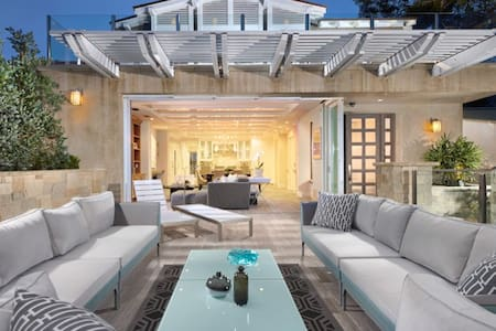 Luxury Villa with Ocean views & Steps to Village - 라구나 비치(Laguna Beach)