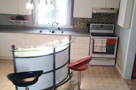 Chambre et mini fridge privés +Wifi - Rouyn-Noranda - Lägenhet