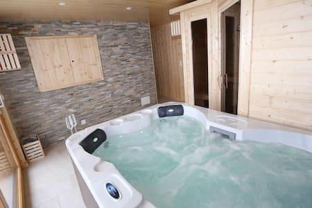 Chalet Teremok, La Tzoumaz Verbier, sauna/jacuzzi - La Tzoumaz - House