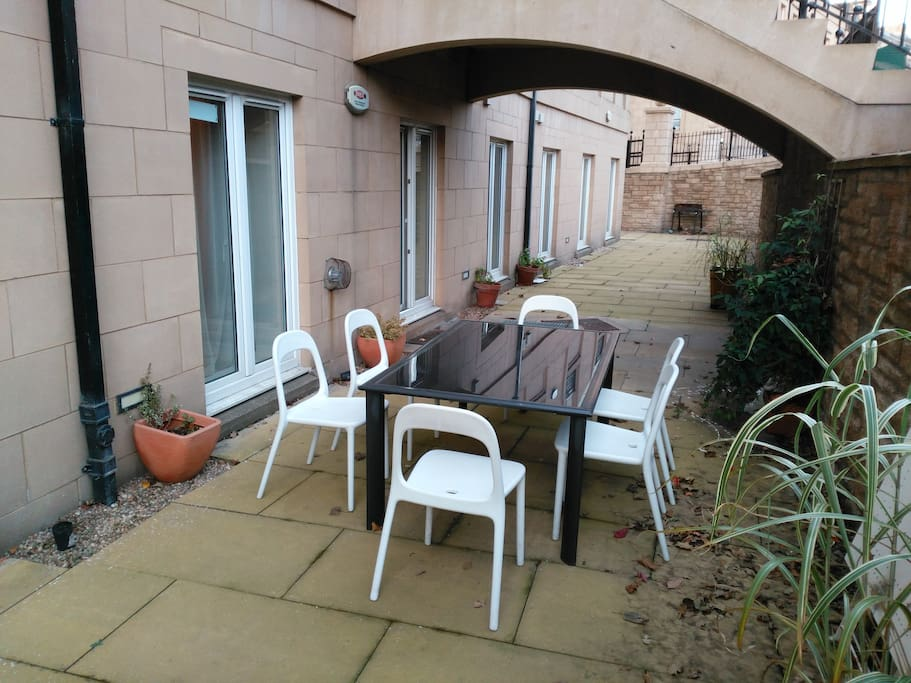 OUTSIDE PATIO WITH TABLE/CHAIRS