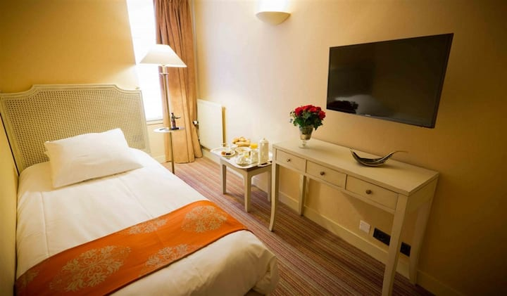 Nice single room located in a Boutique Hotel