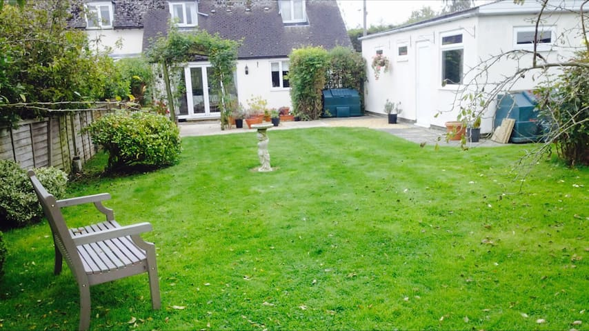 Lovely cottage in  Quenington. - Quenington - Casa