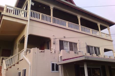 Beausejour Hotel - Castries - Bed & Breakfast