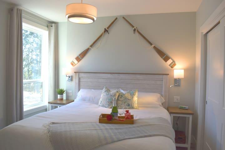 Coastal comfort in the King bedroom