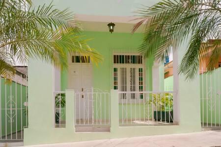 Havana Green Home Villa - La Habana - Hus