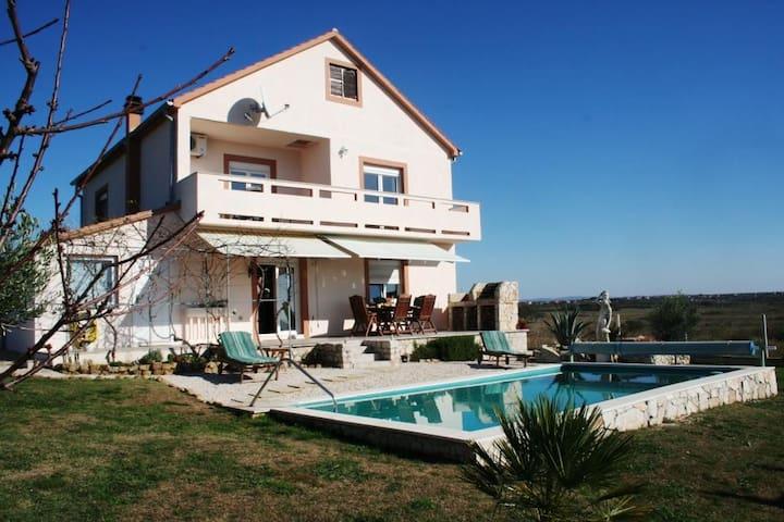 Spacious Villa, 28 sqm Pool,Garden, Quiet Location - Zemunik Donji - Villa