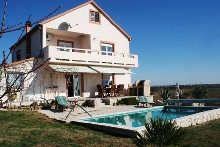 Tranquil Villa with pool & garden - Zemunik Donji