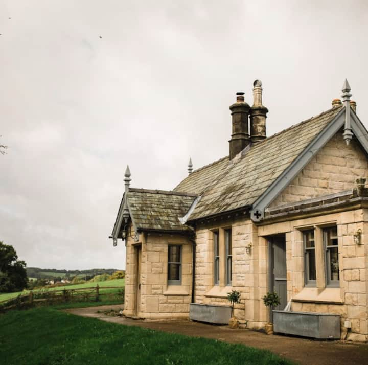 Charming Butlers Lodge