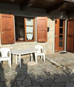 Graziosa casetta a Casamarconi - Pistoia - Huis