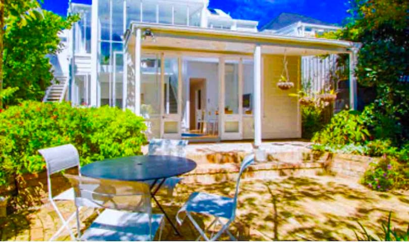 Tropical Oasis Perfectly Situated in Freemans Bay