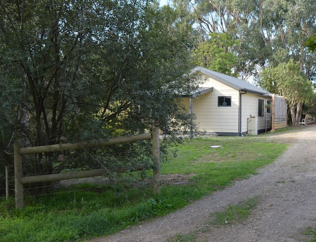 LUSATIA COTTAGE Accommodation - Woori Yallock
