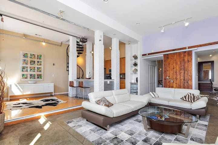 Luxury Midtown Loft w/ Private Roof Top Deck.