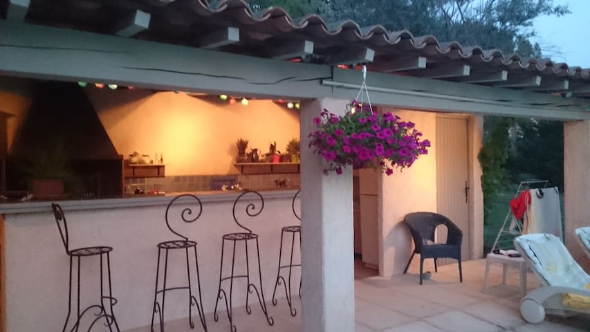 Villa proche Aix en Provence piscine et pool house - Meyrargues - Villa