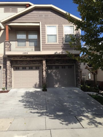 2 Bed/2 Bath - Camp in comfort. - West Jordan - Townhouse