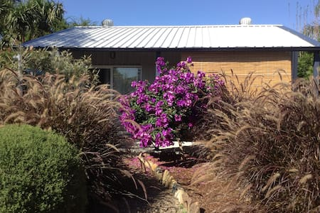 Garden studio, close to beach. - East Corrimal - Apartemen