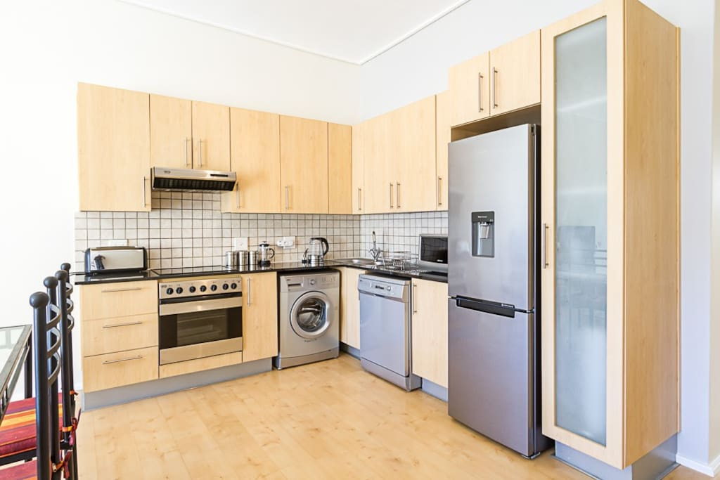 Full-equipped kitchen with brand new appliances