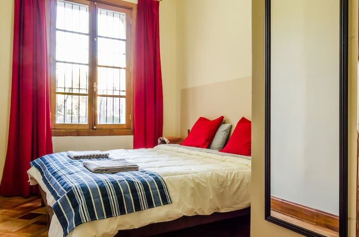 Lovely room in a beautiful patrimonial building - Santiago - Bed & Breakfast