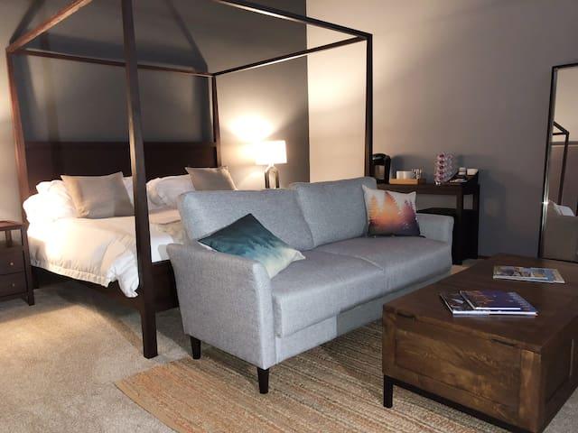 Master Bedroom—Walk to Beach and Bridge