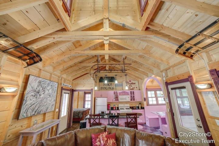 Cozy & Unique Cottage (#3) at DollyBrook Resort