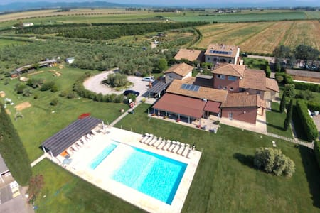 Nicely furnished apartment for six people in Tuscan resort with pool