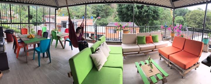 La terraza ⛰❄️⛅️👨👩👧👧👩👩👦👨👨👧👦