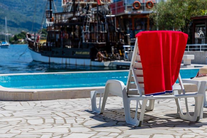 Renovated Apartment w Balcony, Sea View & Pool