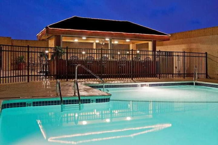 ♛☺★ Great Double Two Double Beds At Suburbs ♛☺★