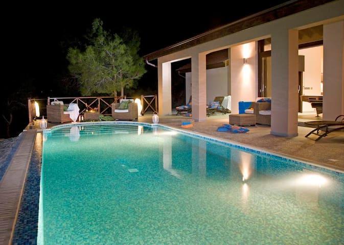 AKAMAS-Stylish-Secluded SEAFRONT Villa-HEATED Pool - Poli Crysochous - Villa