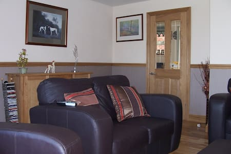 Comfortable room in beautiful North Wales - House